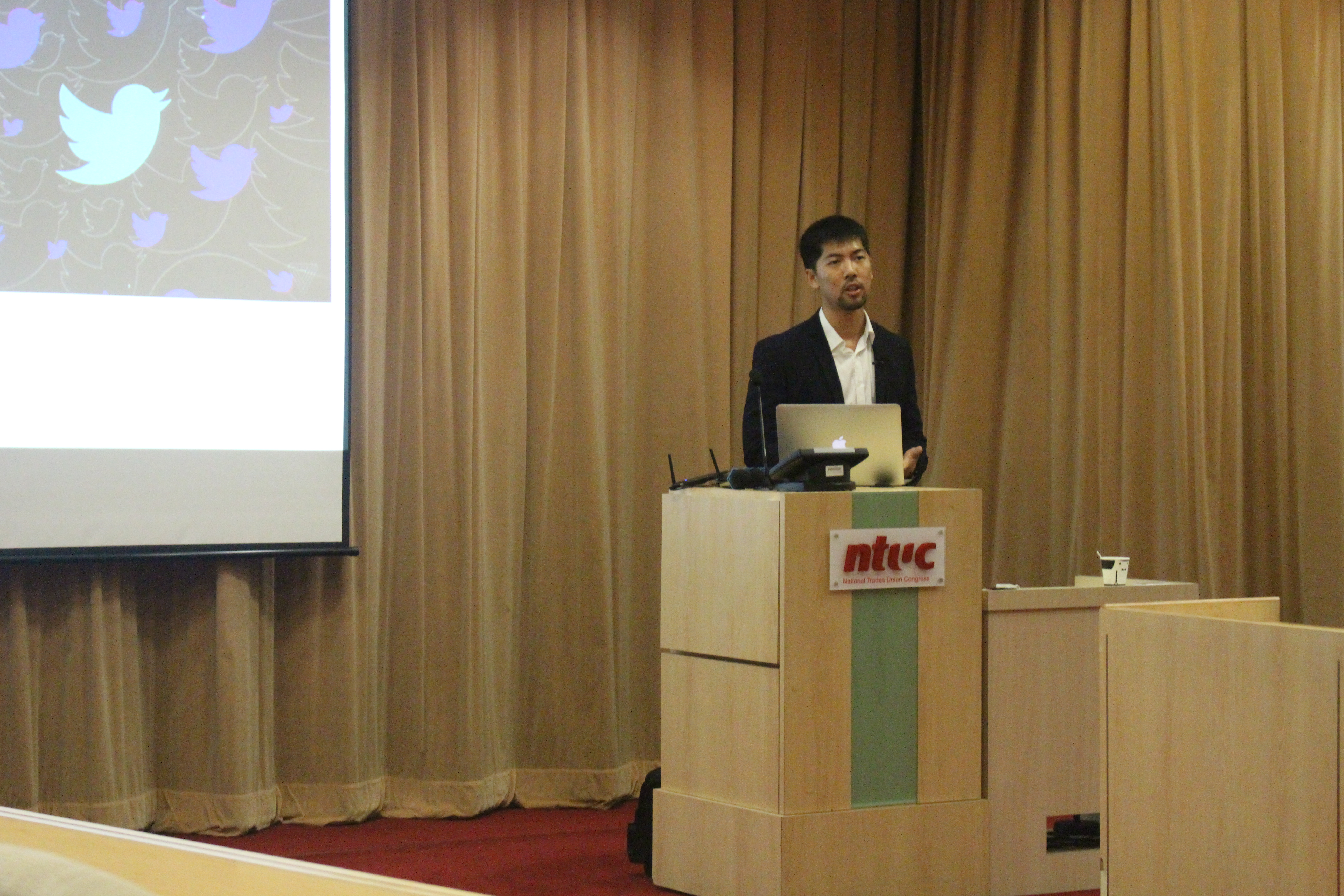 Featured speaker and cybersecurity specialist Loi Liang Yang gives his presentation.